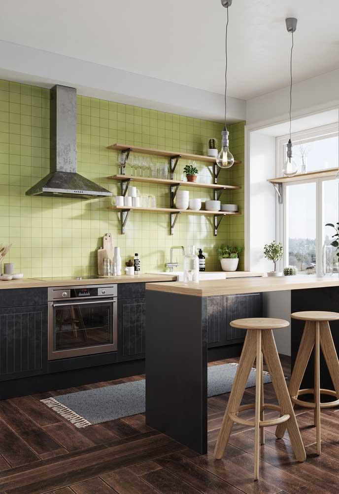 Que tal um azulejo verde abacate na parede da sua cozinha? Bem diferente, não é mesmo?