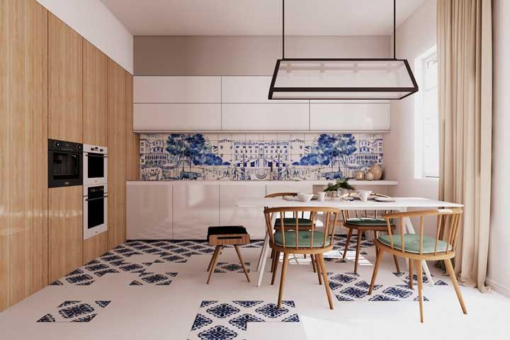 Os clássicos azulejos portugueses usados em uma cozinha de inspiração moderna