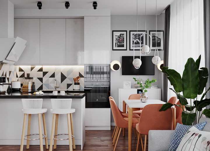 Revestimento para cozinha preto, branco e com um toque sutil de azul