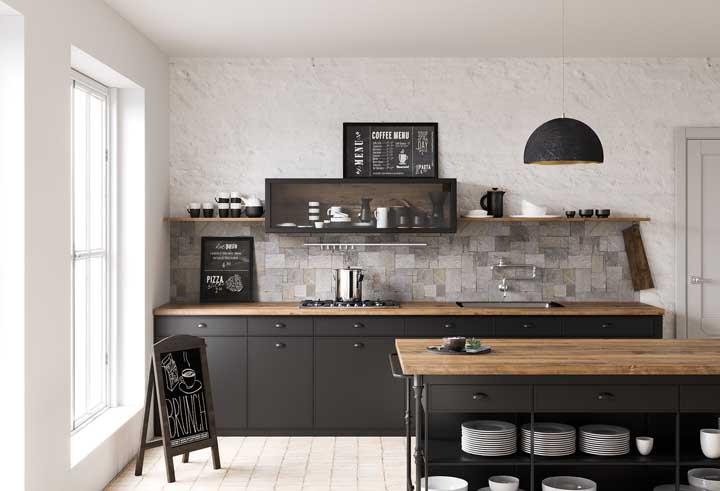 A rusticidade impera nos revestimentos dessa outra cozinha