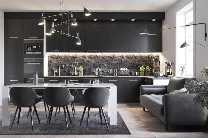 Pedras brutas para realçar o visual contemporâneo dessa cozinha