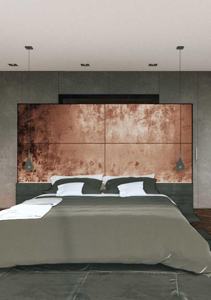 Que tal investir na cabeceira da cama totalmente na cor rosé gold? O resultado é um quarto super luxuoso