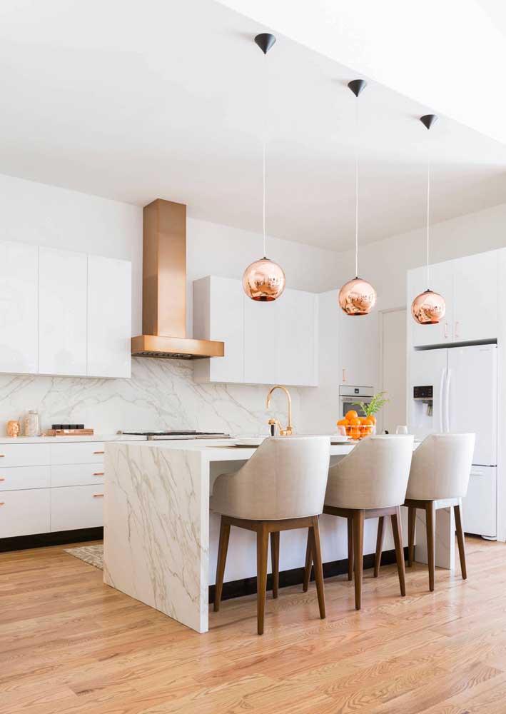 Olha que luxo que ficou essa cozinha com vários detalhes na cor rosé gold