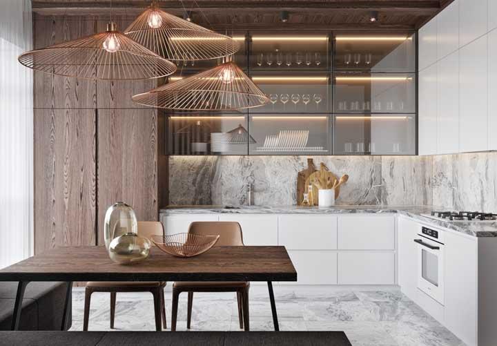 Luminárias com designs modernos e diferenciados no tom rosé gold, acabam se tornando o destaque de qualquer ambiente