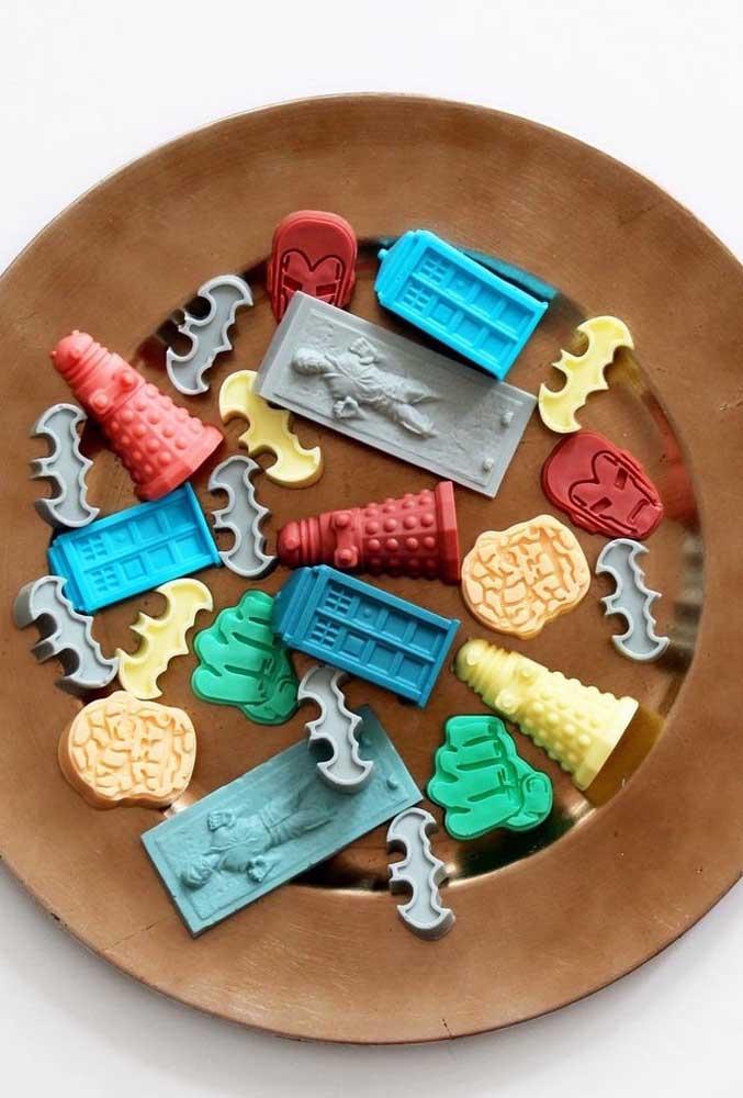 Acha que são os brinquedos do seu filho? Na verdade, são sabonetes decorados no formato dos mais variados tipos de brinquedos