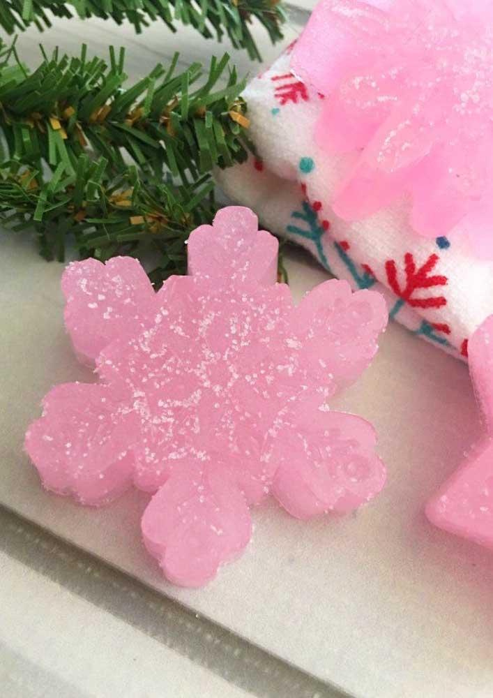 Você pode usar os mais diferentes tipos de formas para fazer sabonete decorado