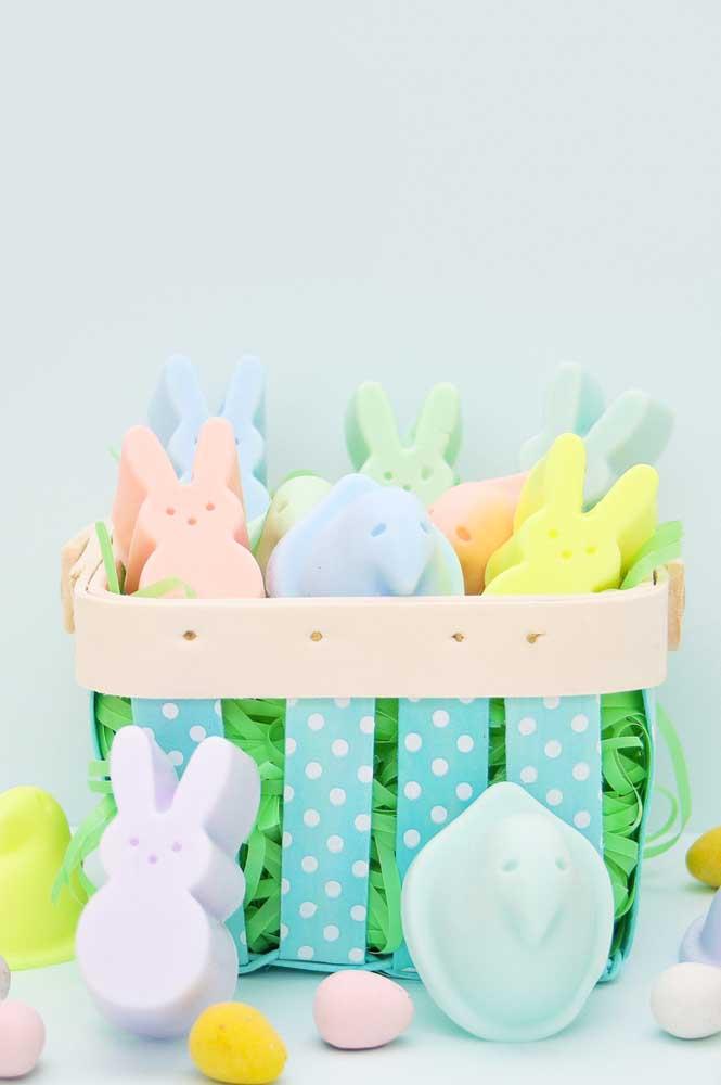No dia da Páscoa prepare uma cesta cheia de coelhinho
