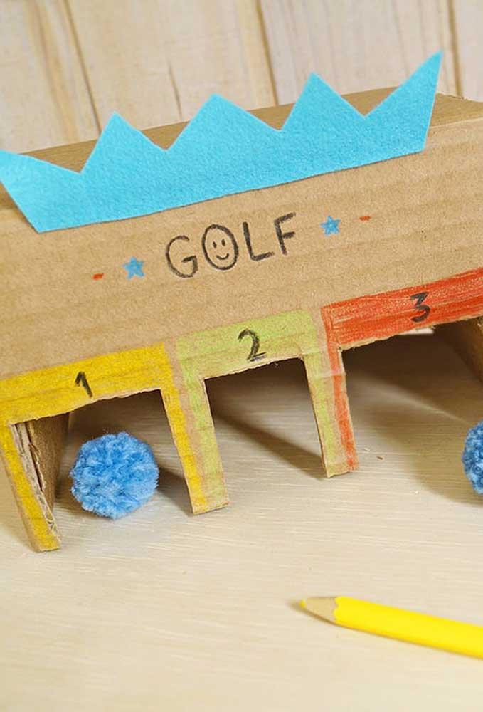 Crie alguns brinquedos divertidos para as crianças, basta incrementar com alguns detalhes.