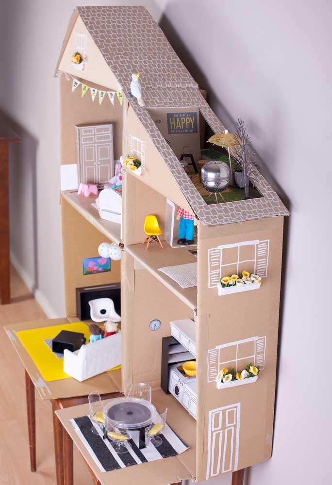 Que tal construir uma mansão só com caixas de sapatos? O toque final fica por conta dos móveis que farão parte da mobília da casa.