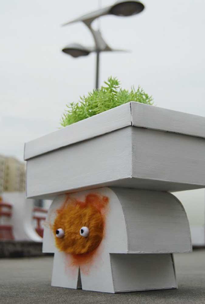Quer cultivar alguma planta? Use a caixa de sapato como vaso.