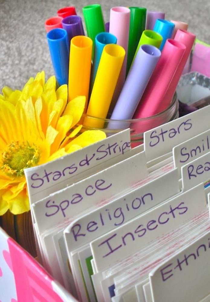 Prepare uma caixa organizadora para colocar todos os seus materiais de estudo.