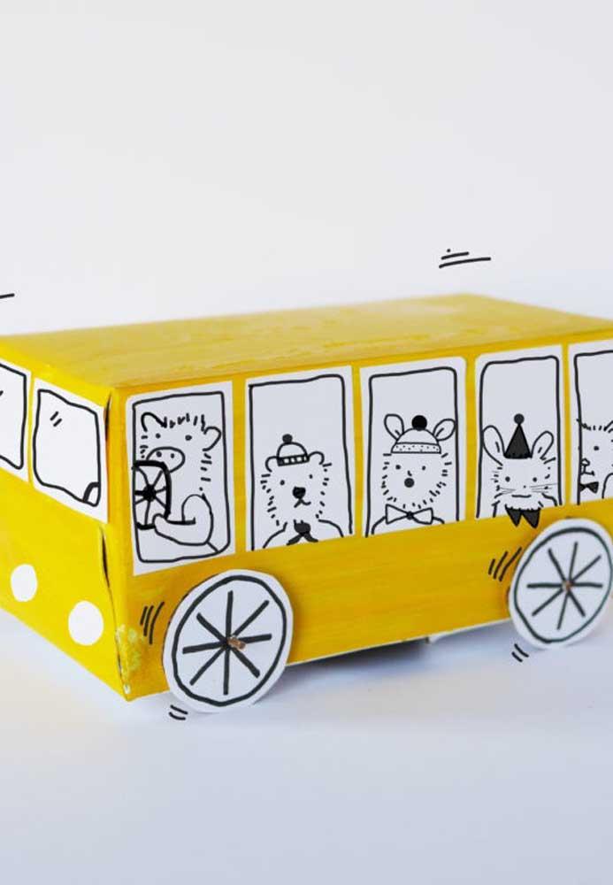 Abre espaço porque o ônibus dos bichinhos está passando!