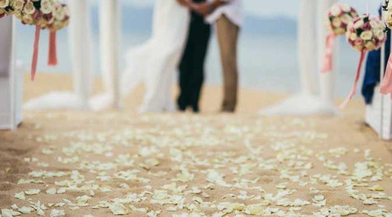 Casamento na praia: dicas, vantagens e fotos de decoração