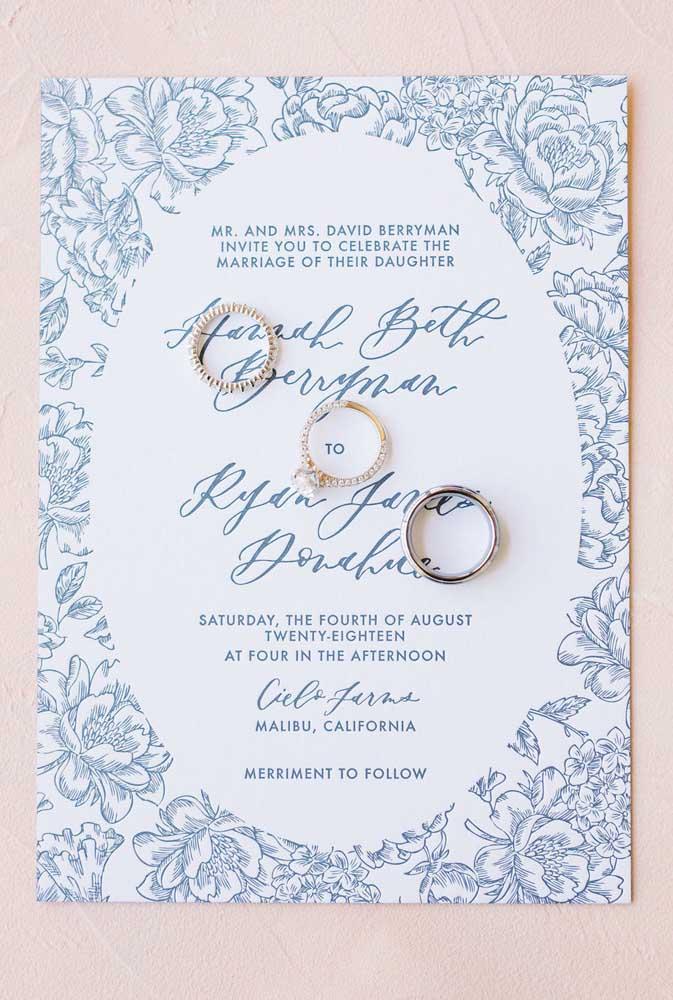 Para esse casamento, a escolha foi pela estampa floral azul e branco