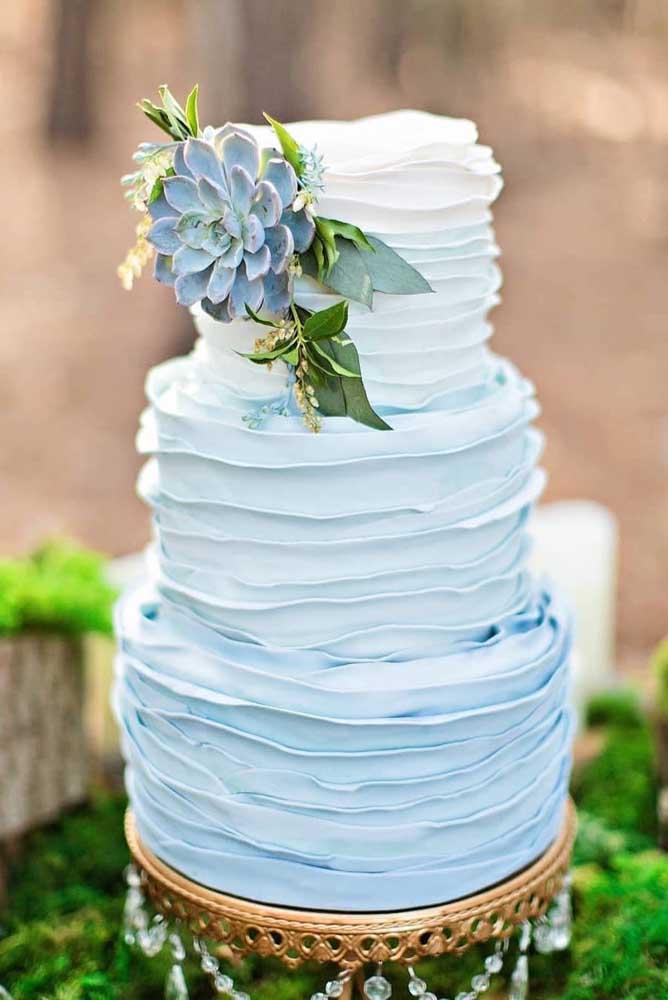 Tire proveito do tom azulado das suculentas e insira-as na decoração do casamento