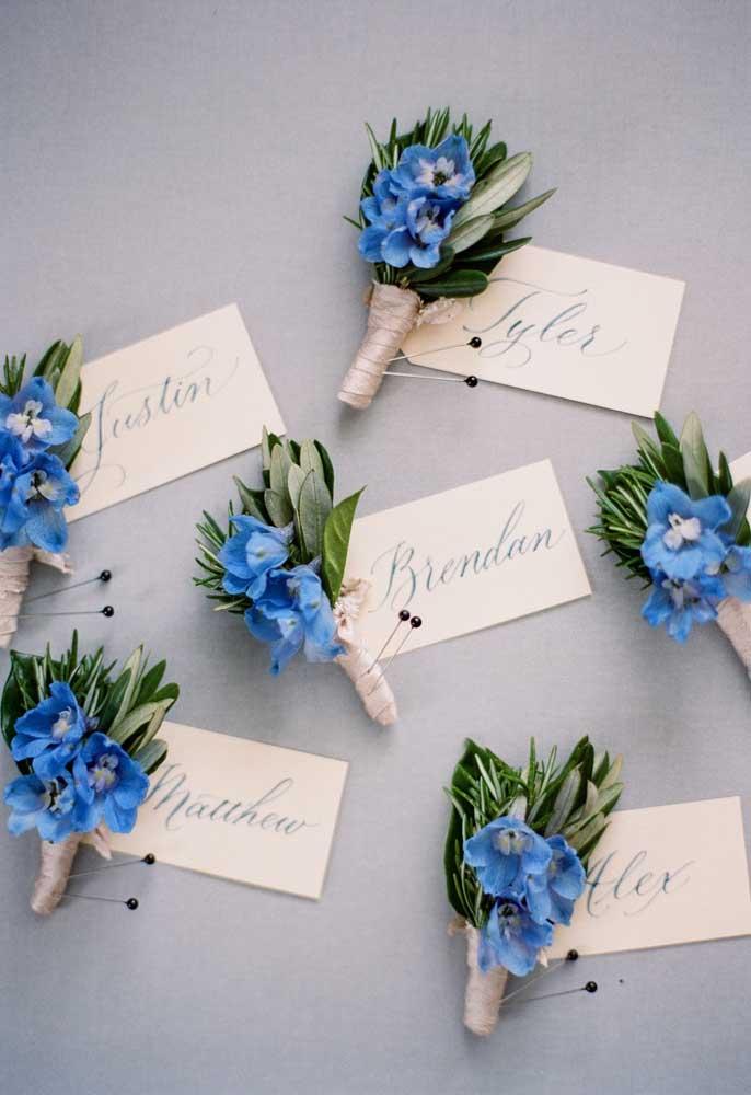 Mini buquês de flores azuis, um mimo!