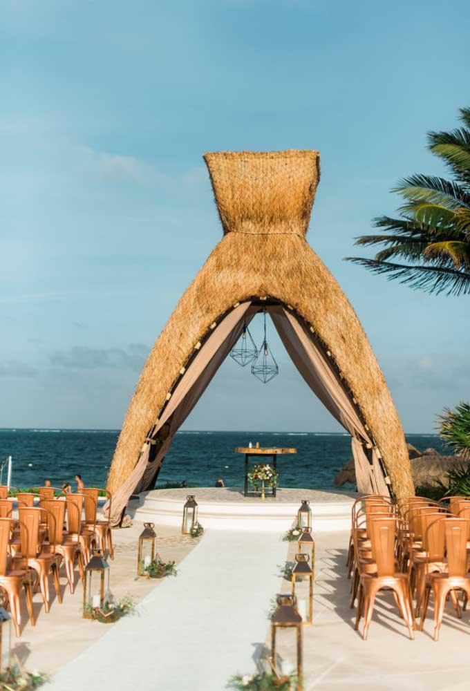 Se a intenção é fazer algo bem chamativo, aposte em uma big tenda para a hora mais mágica do casamento.