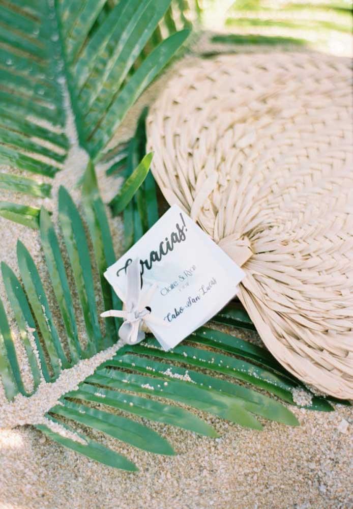 Alguns elementos já se tornaram marcas registradas nos casamentos na praia. Por isso, você não pode abrir mão deles.