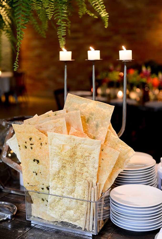 Alguns petiscos são considerados tradicionais em um casamento rústico e a forma como eles são organizados é que dá o toque todo especial.