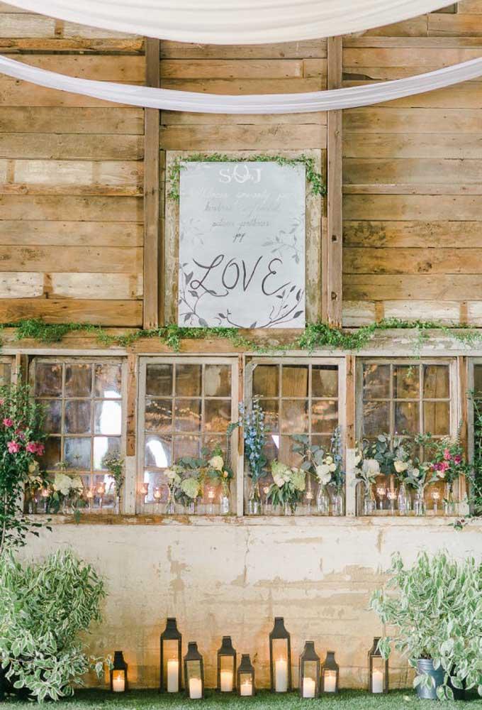 Use a criatividade para fazer uma bela decoração no casamento rústico. Aproveite que o estilo permite fazer desde festas simples às mais sofisticadas.