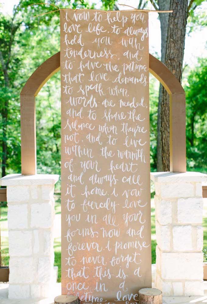 O altar pode ser decorado de uma forma mais simples, mas se feito com muito amor acaba emocionando a todos os convidados.