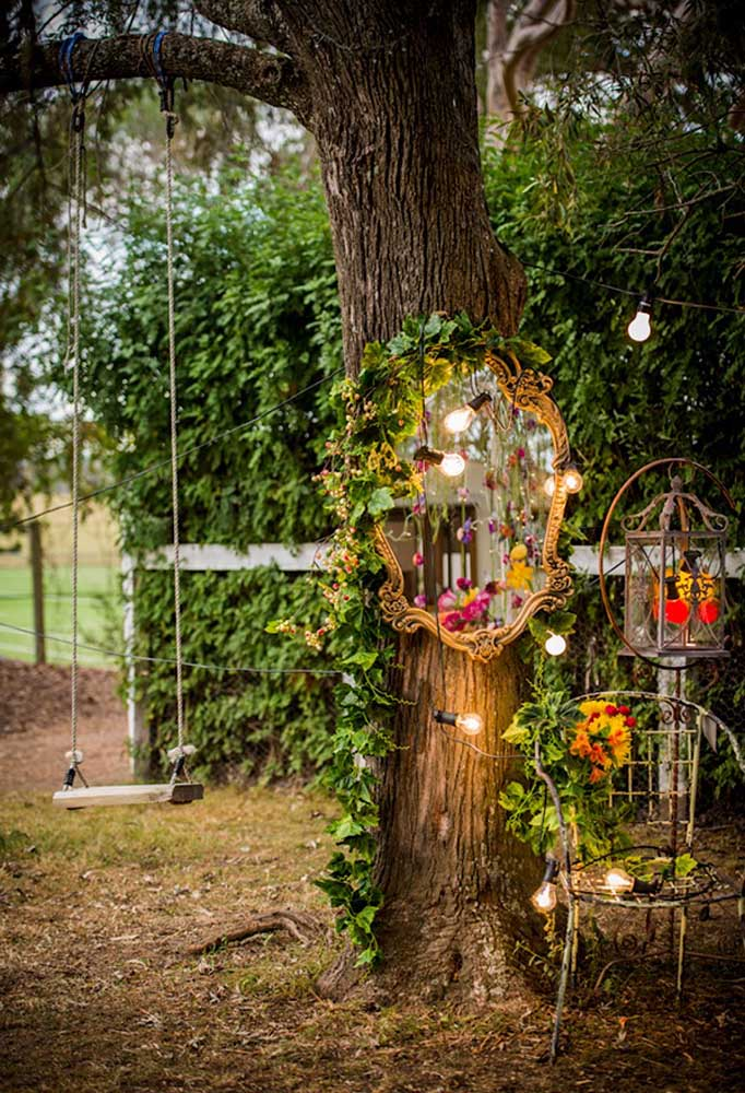 Quer ambiente mais romântico do que esse? Portanto, não se esqueça de fazer esse cantinho no casamento no estilo mais rústico.