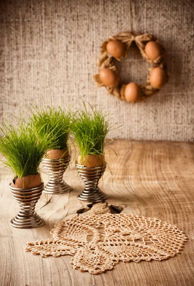 Faça um centro de mesa de crochê que combine com uma decoração mais rústica.
