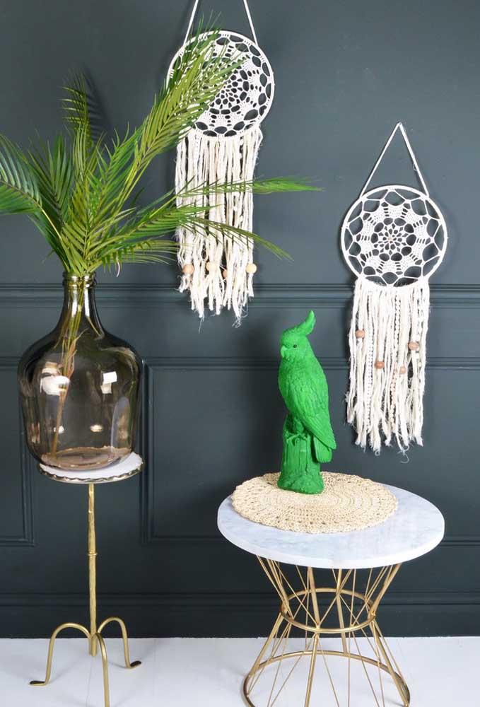 Alguns centros de mesa são feitos apenas para servir de proteção a pequenos objetos decorativos.