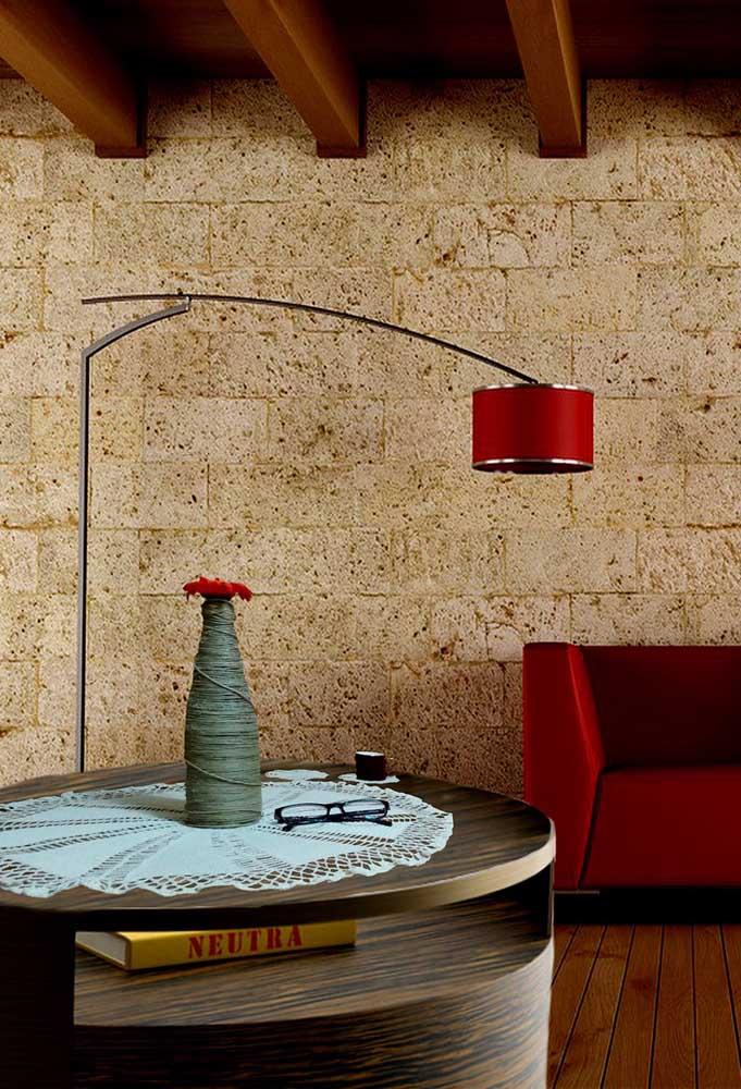 Para um ambiente mais moderno, nada melhor do que fazer um centro de mesa com mais detalhes.