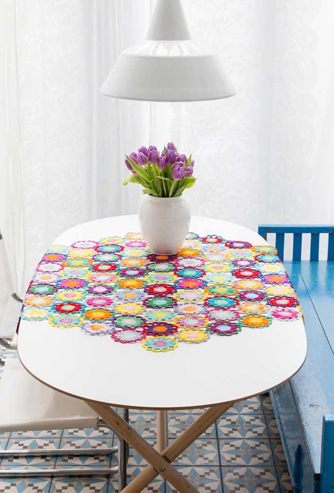 Nesse caso, o formato oval caiu muito bem na decoração dessa mesa.