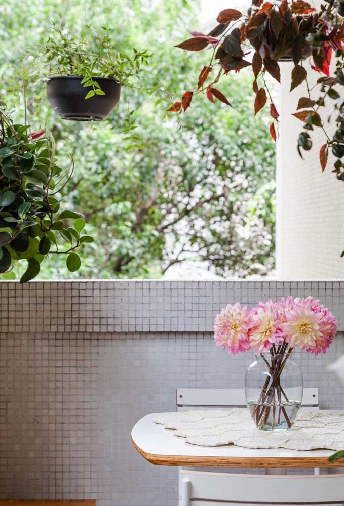 Os centros de mesa dão um charme a mais na decoração de um ambiente.