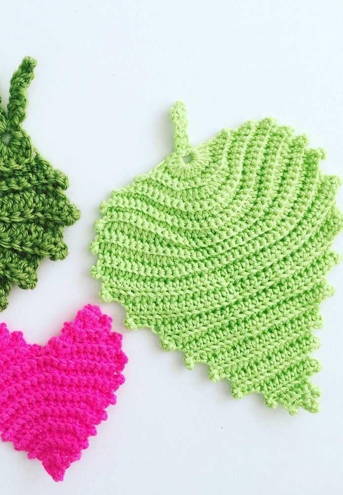 A técnica de crochê permite fazer peças delicadas como essas folhas.