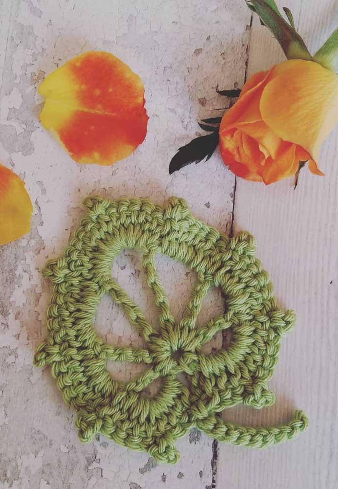 As folhas de crochê são perfeitas para fazer uma decoração mais suave.