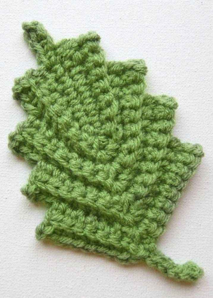 Pequenas folhas de crochê são tão perfeitas que até parecem naturais.