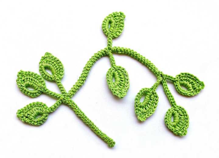 Depois de escolher o formato da folha é só preparar um galho feito de crochê.