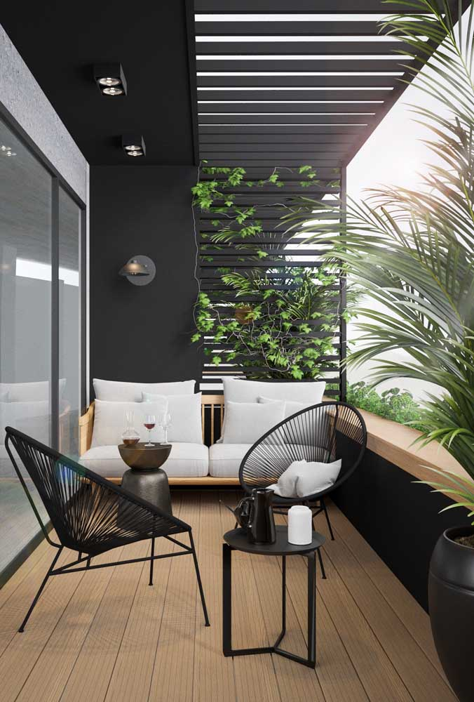 Que varanda não fica mais confortável e aconchegante com um jardim suspenso?