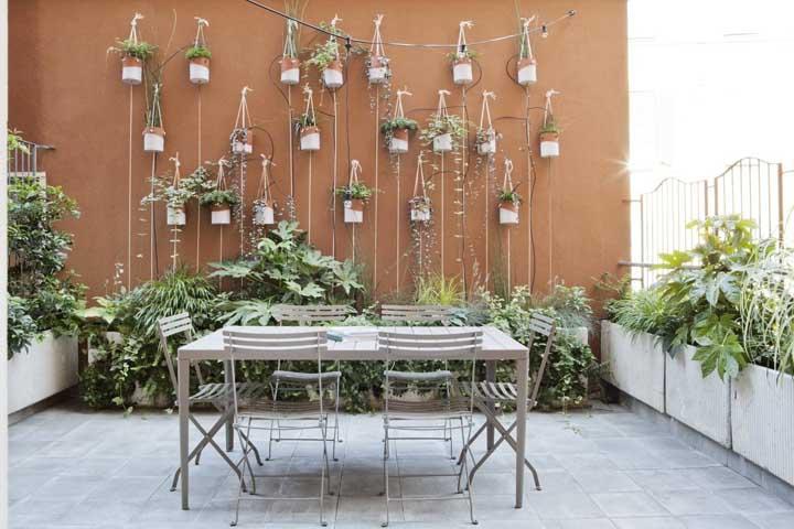 De vasinho em vasinho você vai formando um jardim suspenso único e original