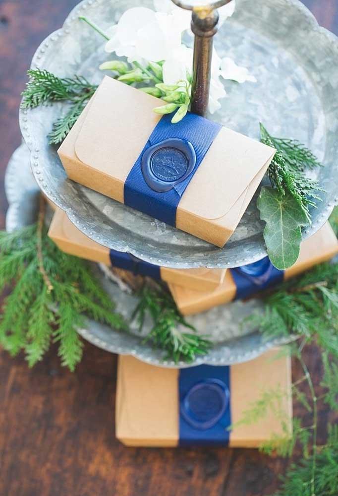 As caixinhas feitas de papel também é uma ótima opção de lembrancinha de casamento.