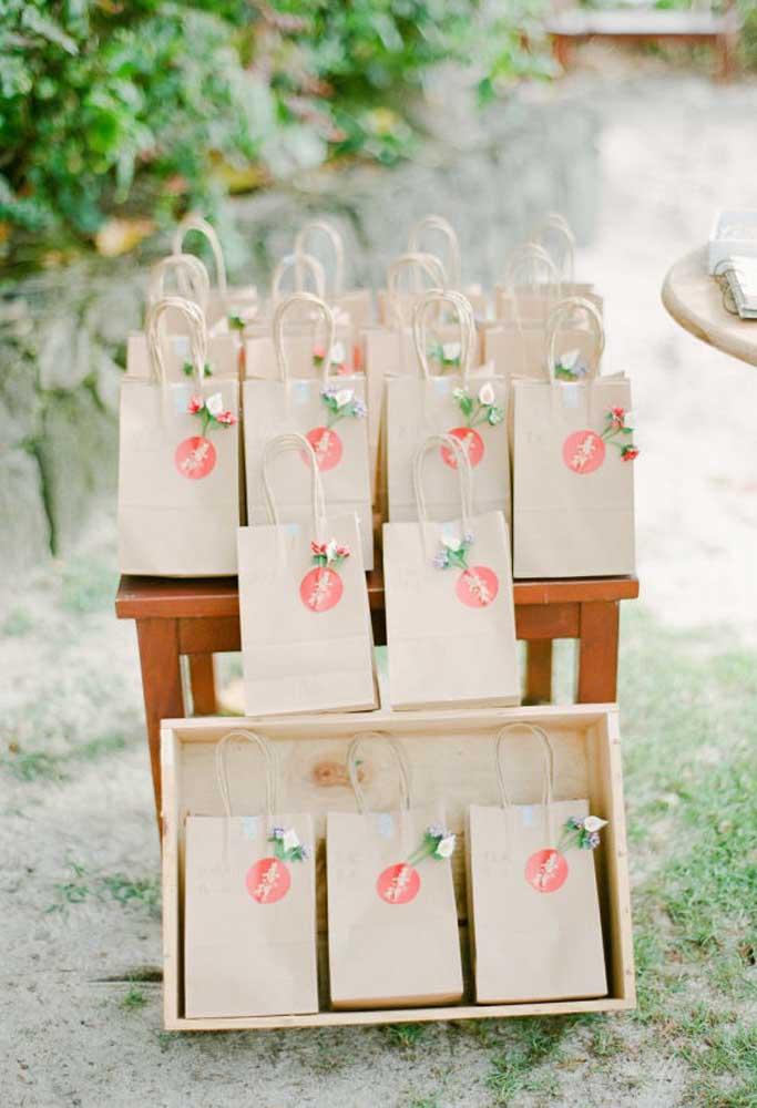 As lembrancinhas de casamento podem ser simples, mas sempre é feita com muito carinho para os seus convidados.