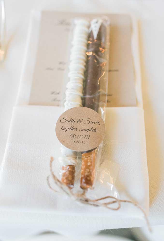 A mistura do sal com o doce para representar a união de duas pessoas que se completam. Tem algo mais romântico que isso?