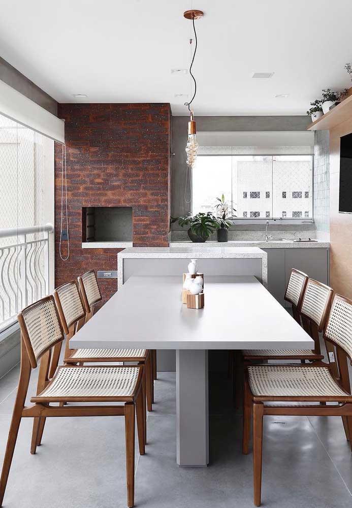 A churrasqueira não é um mero detalhe na área externa da casa, ela é parte importante do projeto de decoração, por isso pense nela com carinho
