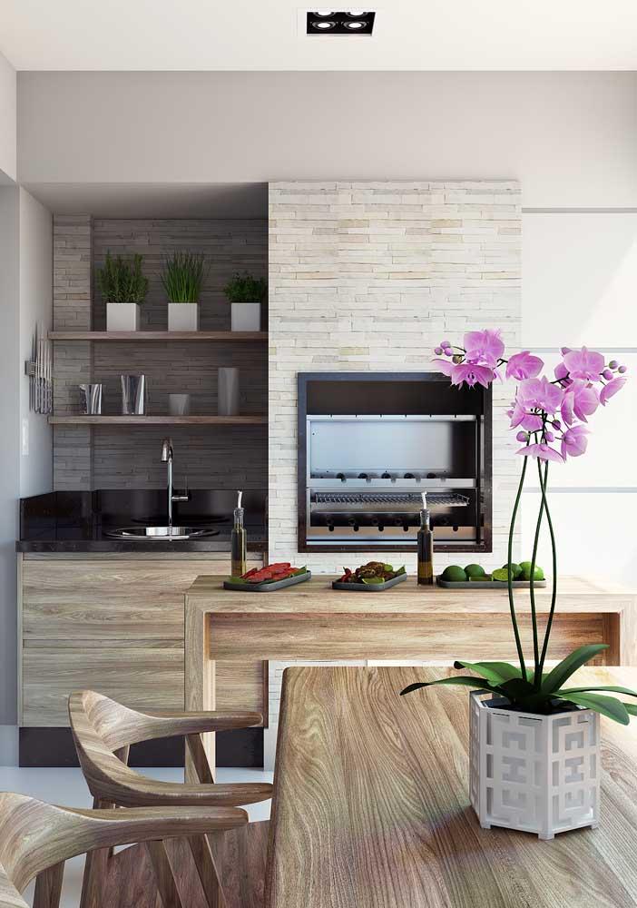 Para as varandas de apartamento, a opção preferida são as churrasqueiras de alvenaria revestidas