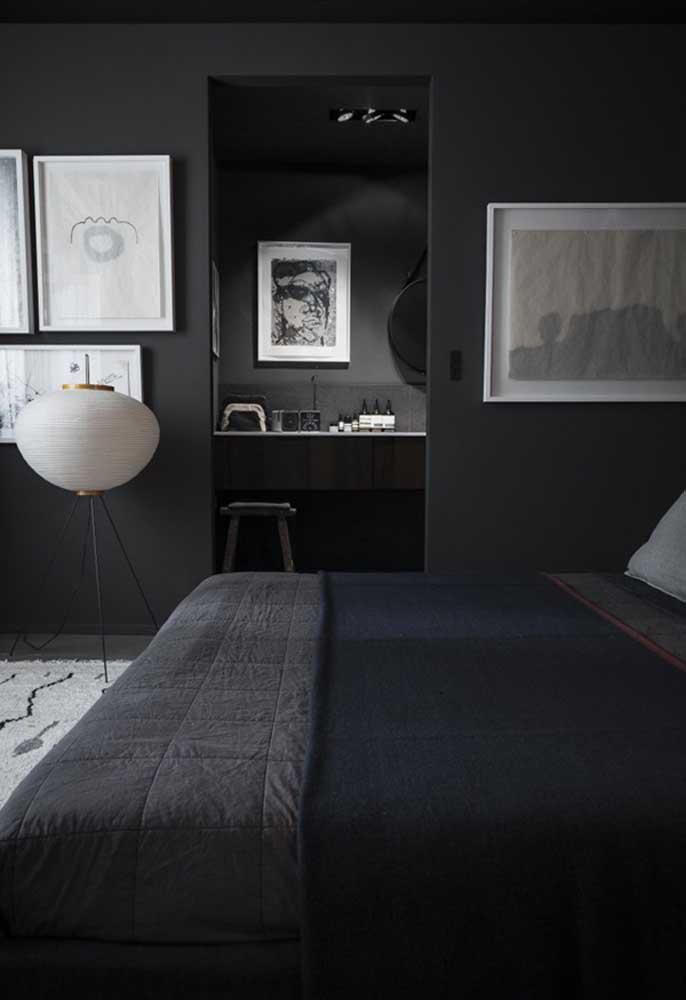 Se a intenção é fazer uma combinação de branco com preto, você pode pintar as paredes na cor preta e acrescentar alguns itens decorativos na cor branca.