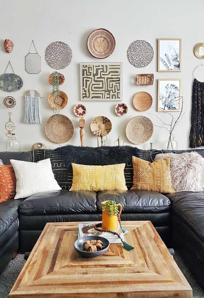 Os objetos de decoração pode ser uma ótima opção para quem não deseja inovar na pintura da parede da sala.
