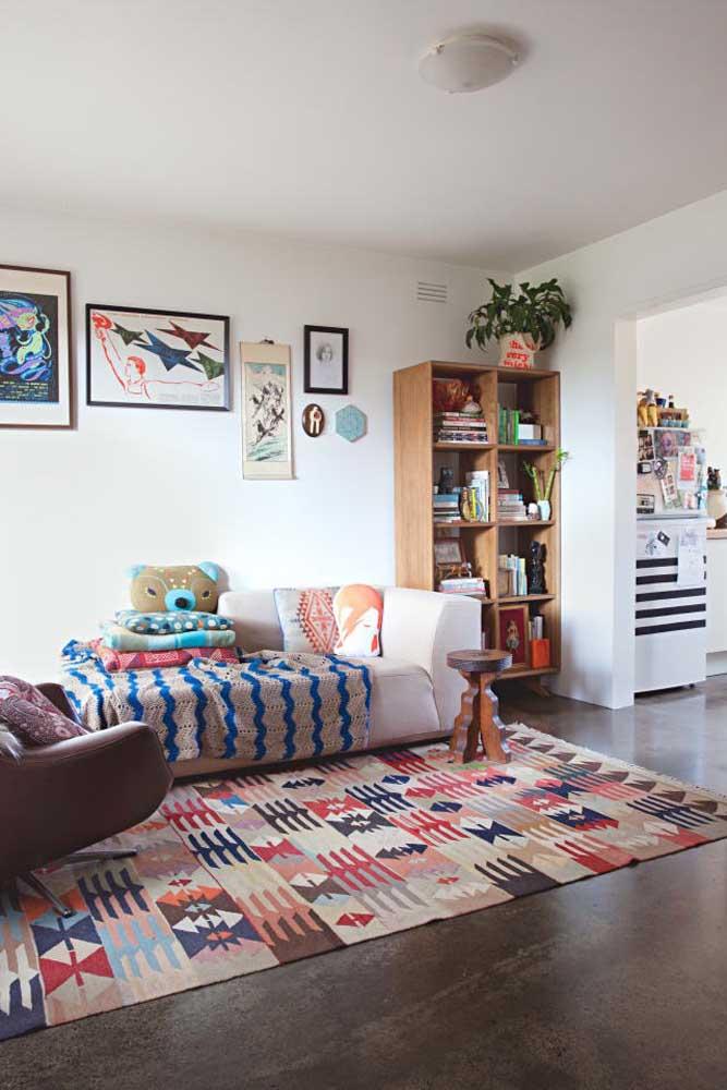 Um simples tapete pode causar um efeito enorme na decoração de uma sala.
