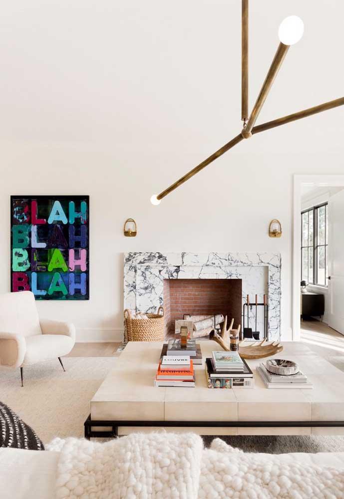 Para ousar no ambiente totalmente clean, aposte em um quadro com cores fortes e chamativas.