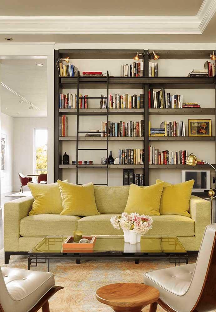 Para quem gosta de cores mais claras, mas não quer usar o branco. Pode apostar em móveis no tom amarelo mais clarinho.