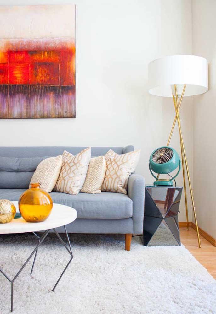 Escolha um tapete fofo e aconchegante para combinar com a pintura da parede da sala.