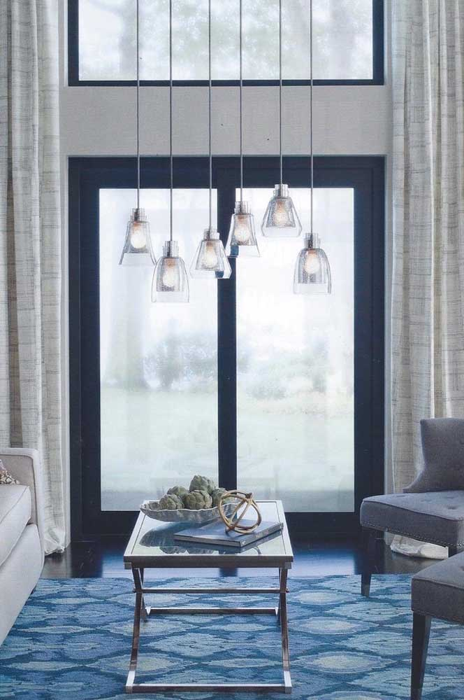 Diferentes tons de azul que podem ser usados na porta de entrada e no tapete da sala.