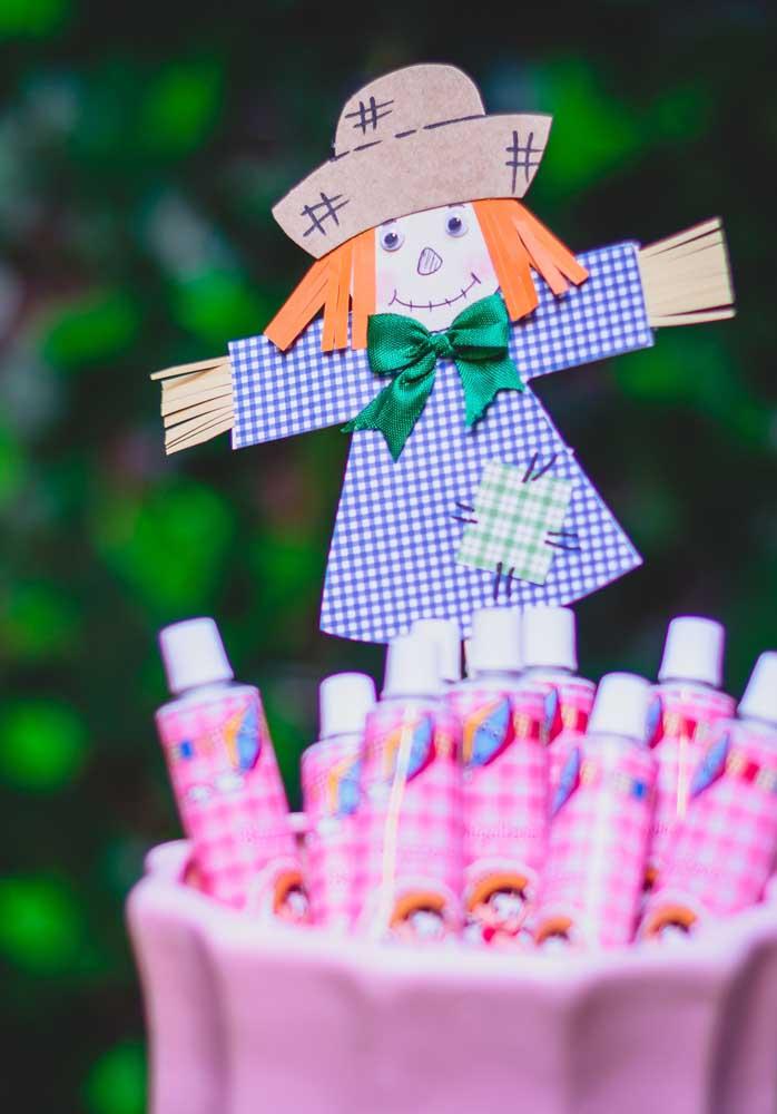 O espantalho é um dos personagens principais da decoração festa junina.